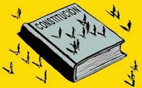 constitucion con varios ciudadanos, tiene un fondo amarillo
