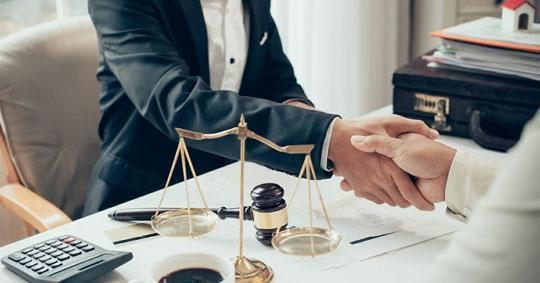 como escoger un buen abogado